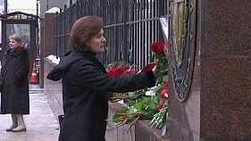 Russland: Blumen für Castro