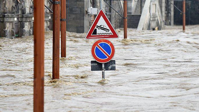 İtalya'da çamur seli evleri yuttu