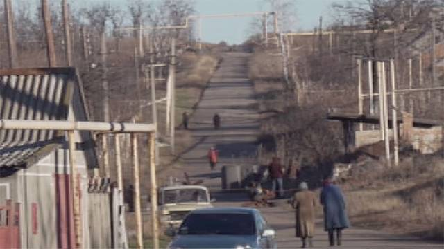 The Ukranian village caught in the crossfire