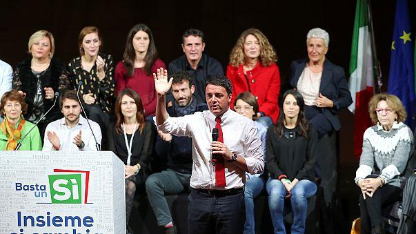 Renzi hace campaña a favor de la reforma constitucional en Bolonia, mientras Roma protesta