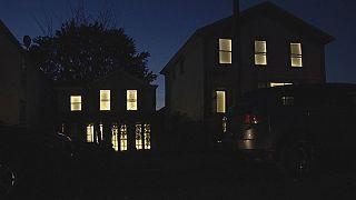 Lélegző fények keltik életre az üres házakat New York államban