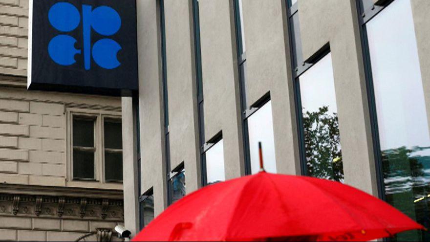 Preço de petróleo em queda a antecipar falta de acordo da OPEP