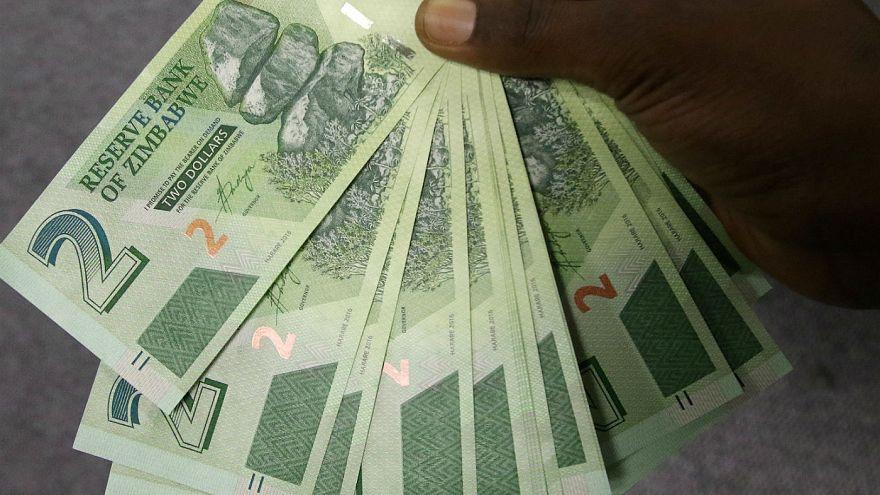 زيمبابوي تصدر أوراقا نقدية خاصة بها تعادل الدولار الأمريكي!