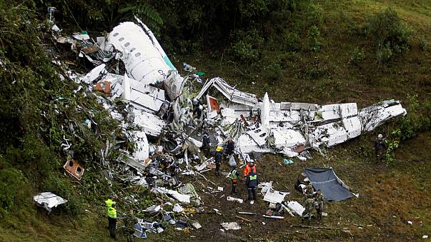 Flugzeug mit brasilianischer Spitzenfußballmannschaft in Kolumbien abgestürzt: Fünf Überlebende