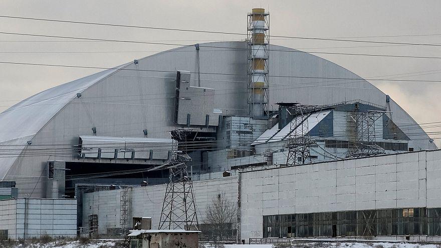 Chernóbil se cubre cien años con un sarcófago gigante
