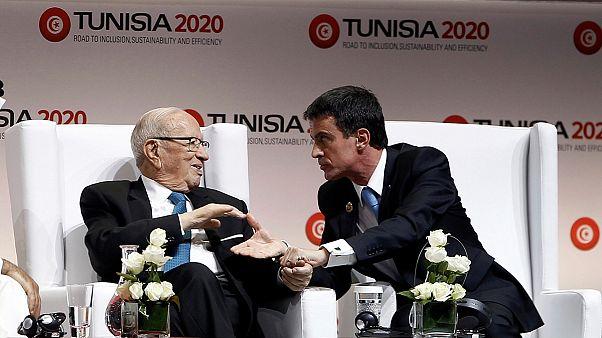 "Tunisie : Manuel Valls a-t-il vraiment rencontré ""Béji Caïd Ezzibi""?"