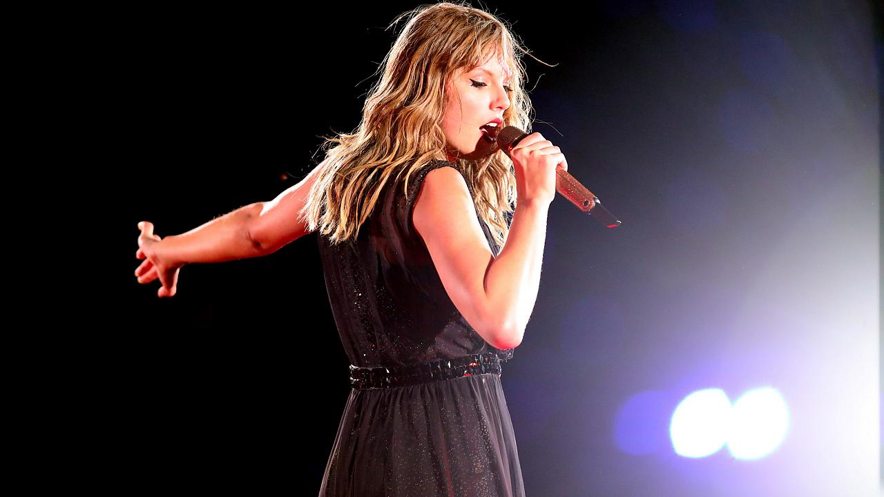 Image: Taylor Swift performs onstage at the Rose Bowl in Pasadena, Californ