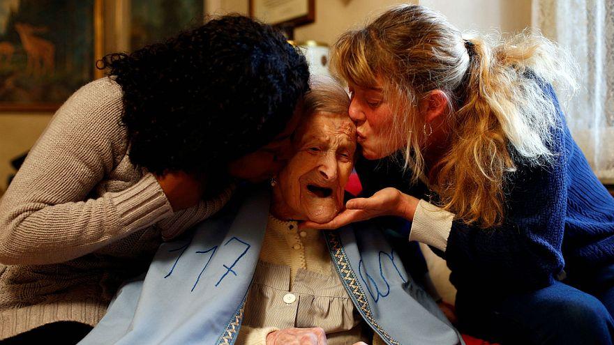 Emma, die älteste Frau der Welt ist 117 - täglich ein rohes Ei