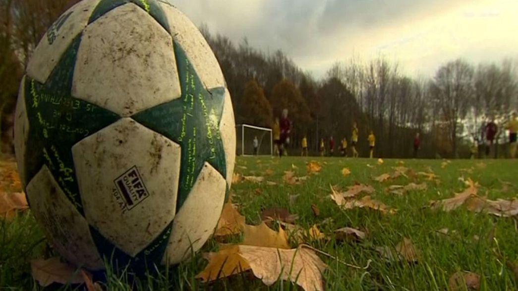 Англия: против детского футбольного тренера выдвинуты обвинения в изнасилованиях его учеников