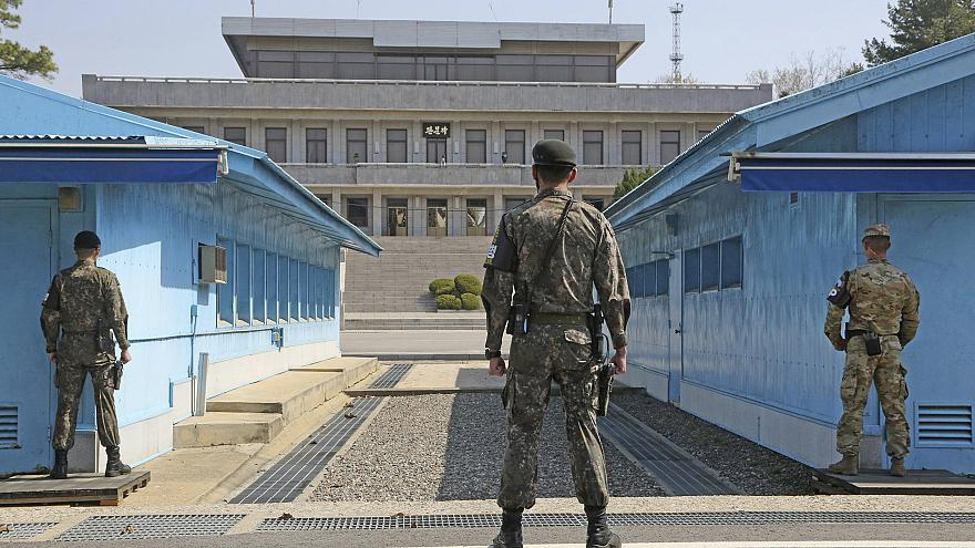 Image: South Korean and U.S. soldiers stand guard at Panmunjom in Paju City