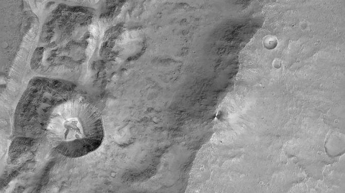 Már nézegethetjük az első részletgazdag képeket a Marsról