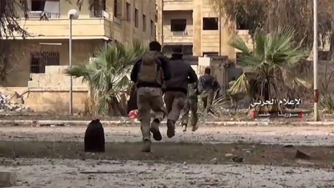 Massenflucht aus der umkämpften syrischen Stadt Aleppo