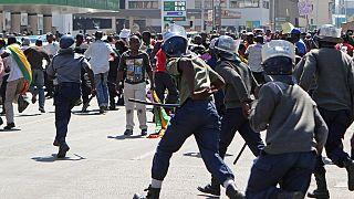 """Une manifestation contre les """"billets d'obligation"""" violemment réprimée au Zimbabwe"""