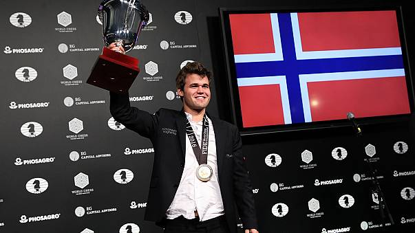 Şampiyona maçında 'şah mat' diyen Magnus Carlsen oldu