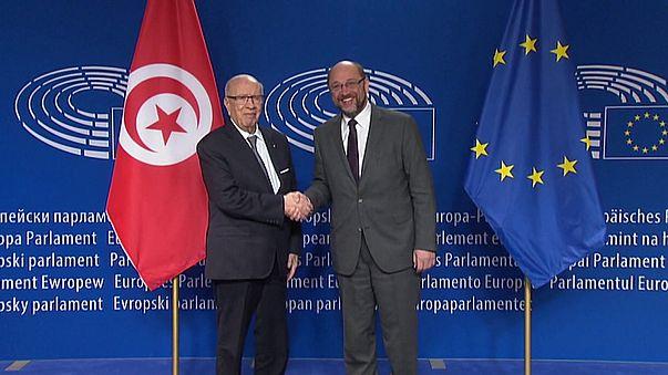 Cimeira UE-Tunísia: Presidente Essebsi pede mais ajuda na luta contra terrorismo