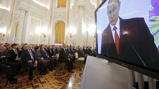 Putin tiende la mano a Trump durante su discurso sobre el estado de la nación centrado en asuntos internos