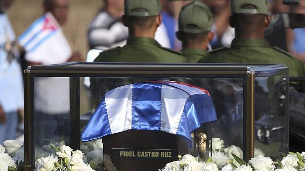 Las cenizas de Castro dejan Santa Clara y prosiguen su periplo hacia Santiago de Cuba