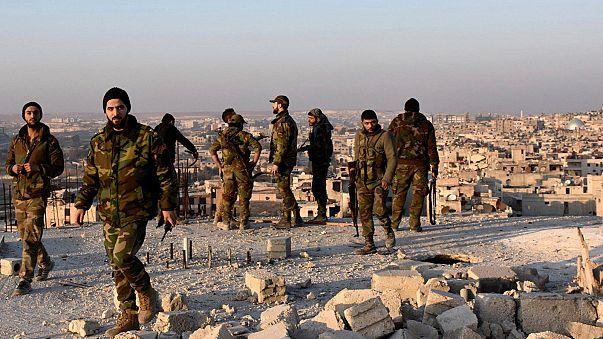 Enkaza dönen Halep insani yardım bekliyor