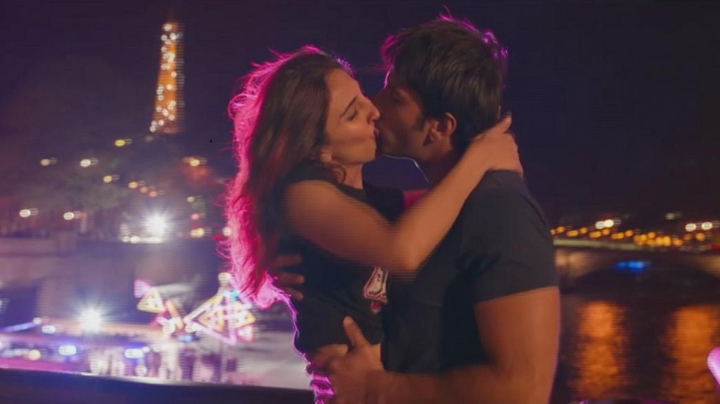 """""""Befikre"""": uma comédia romântica de Bollywood com beijos, álcool e referências ao sexo"""