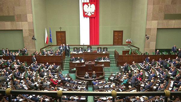 Lengyelország: vitatott törvény a gyülekezési szabadságról