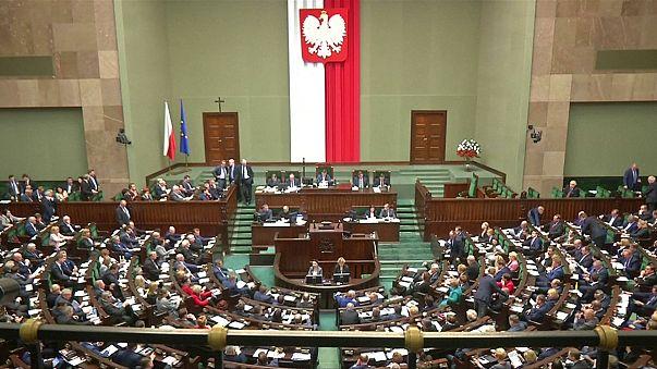 Polonia: parlamento vota legge per limitare manifestazioni scomode