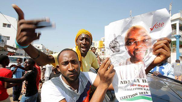 Gâmbia muda de presidente ao fim de 22 anos