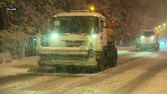 Nevadas, tormentas y fuertes vientos causan estragos en el centro de Europa
