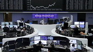Mercados: Bolsas encerram no vermelho antes de referendo em Itália