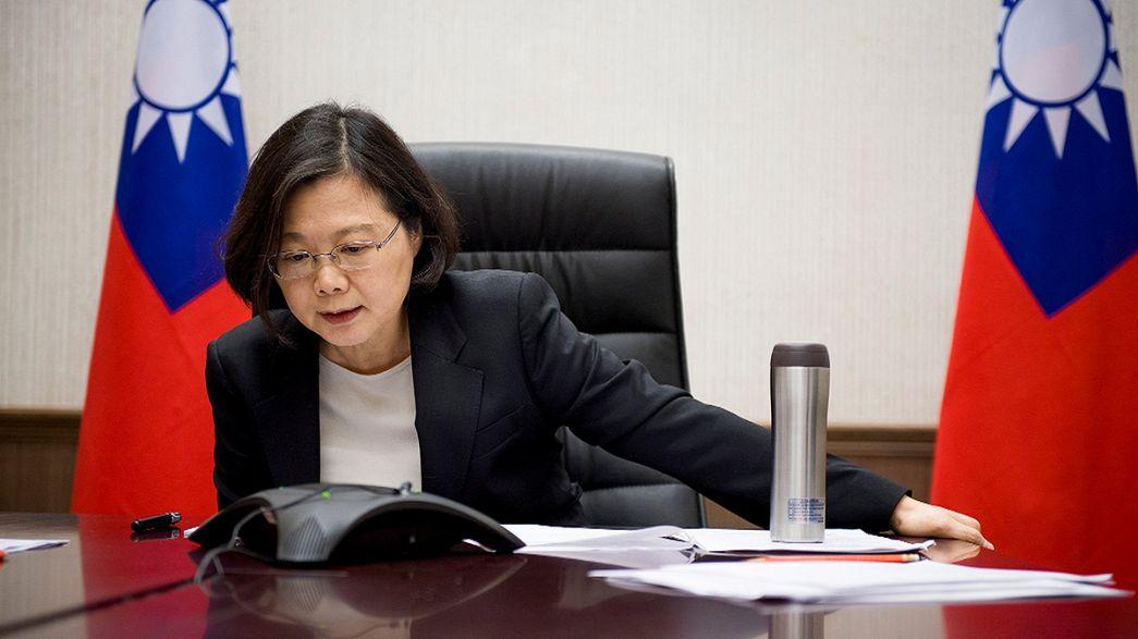 Donald Trump rompe a tradição e recebe chamada telefónica da presidente de Taiwan