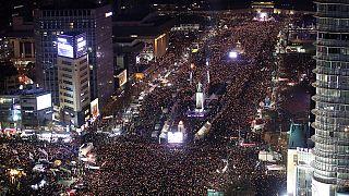 Sul-coreanos fazem pressão para saída da Presidente
