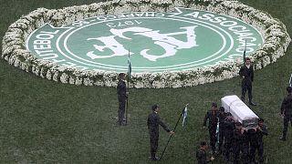 برزیل؛ آخرین خداحافظی با قربانیان حادثه سقوط هواپیمای تیم فوتبال چاپه کوئنسه