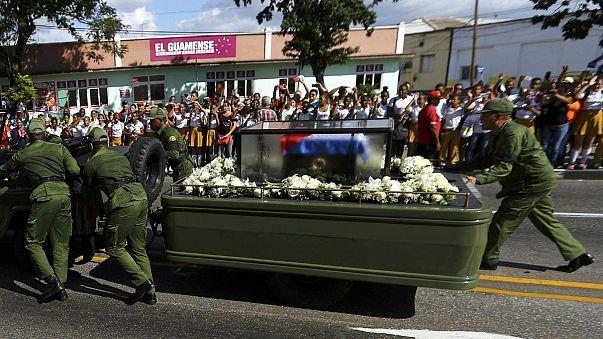 Mort de Fidel Castro : le cortège funèbre est arrivé à Santiago