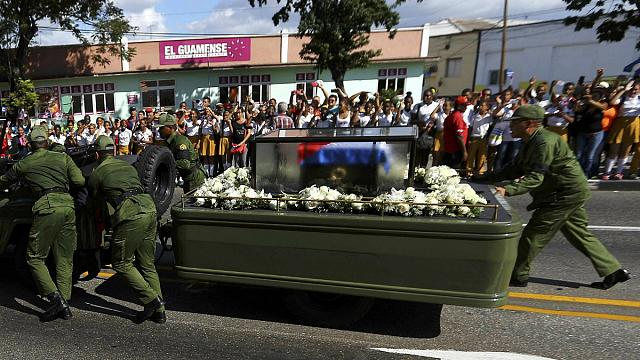 Кортеж с прахом Фиделя Кастро прибыл в Сантьяго-де-Кубу