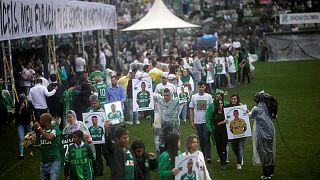 برپایی مراسم یادبود جان باختگان تیم فوتبال شاپه کوئنزه