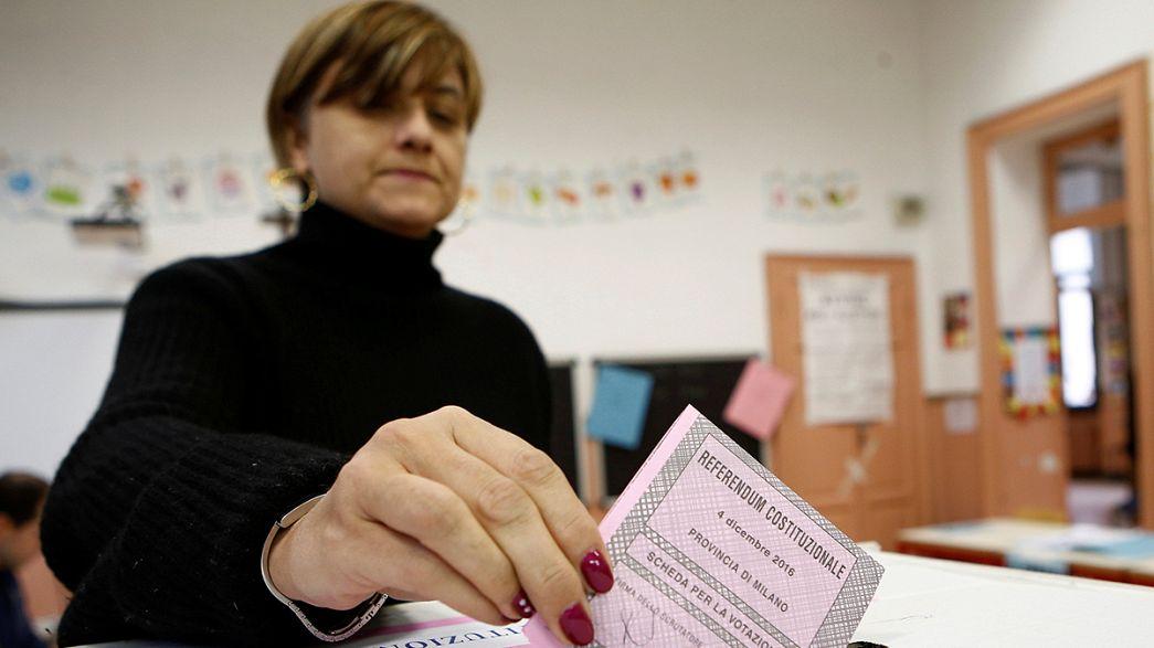 الناخبون الايطاليون يتوافدون الى صناديق الاقتراع للاستفتاء حول الاصلاح الدستوري
