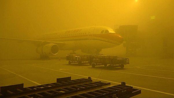 Varias ciudades chinas despiertan envueltas en una densa niebla