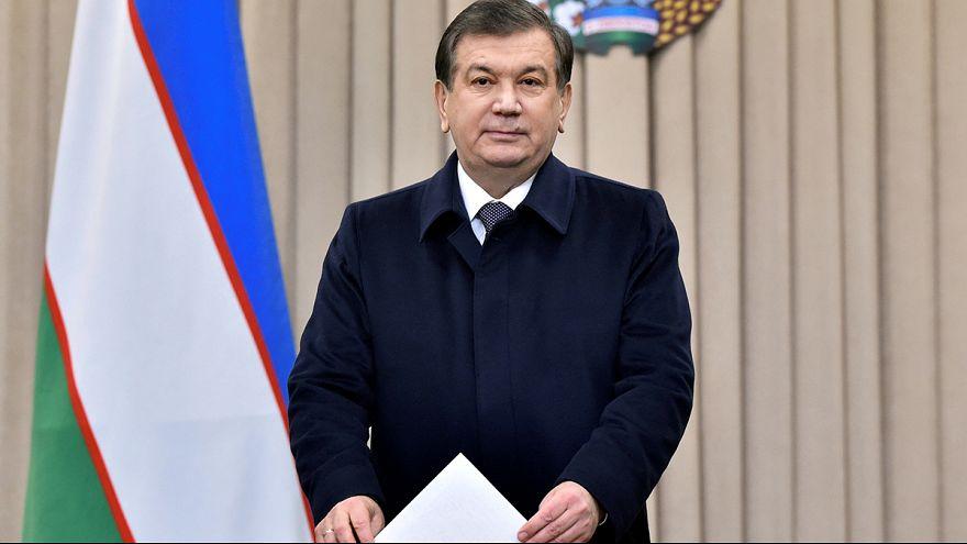 Özbekistan İslam Kerimov'un halefini seçmek için sandığa gitti