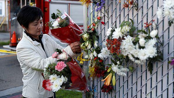 Vigilia por los jóvenes fallecidos en el incendio de Oakland
