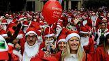 """""""سانتا كلوز"""" يركض في شوارع اثينا"""