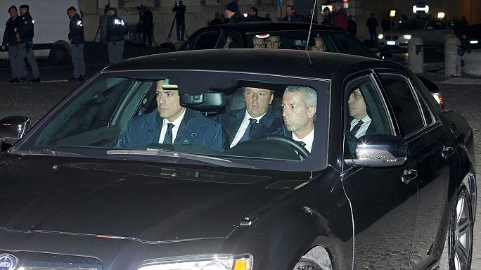 Renzi reste en poste quelques jours à la demande du président italien