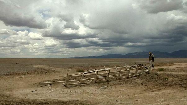 Боливия: озеро высохло, рыбаки ушли
