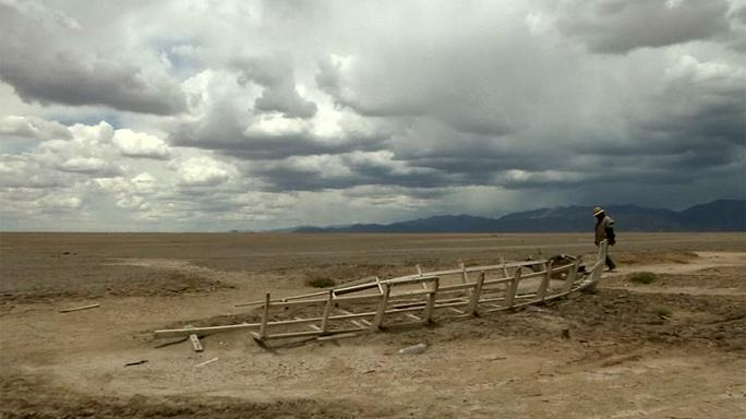 Bolivia's once second largest lake completely dry
