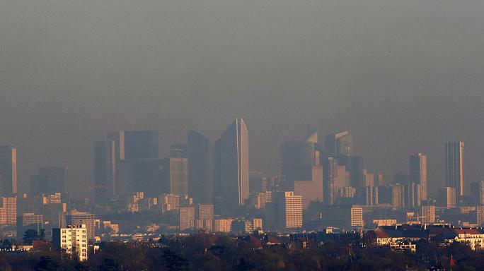 Poluição motiva restrições de circulação em Paris