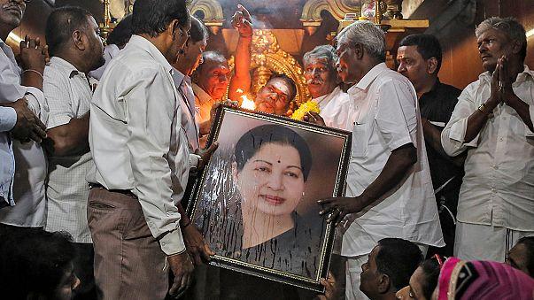 Morte de política e ex-atriz causa onda de choque na Índia