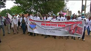 Police use teargas to disperse Kenyan doctors striking over pay [no comment]