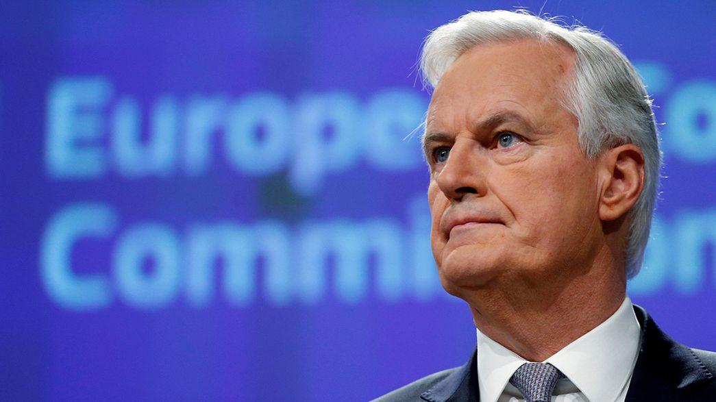 """""""Mantenham a calma e negoceiem"""": Bruxelas quer concluir 'Brexit' em 18 meses"""