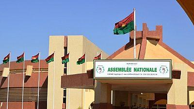 Burkina : au coeur d'une polémique, les députés restituent des tablettes offertes par une compagnie chinoise