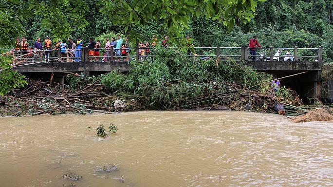 Halálos áldozatai is vannak a Thaiföldet sújtó áradásoknak