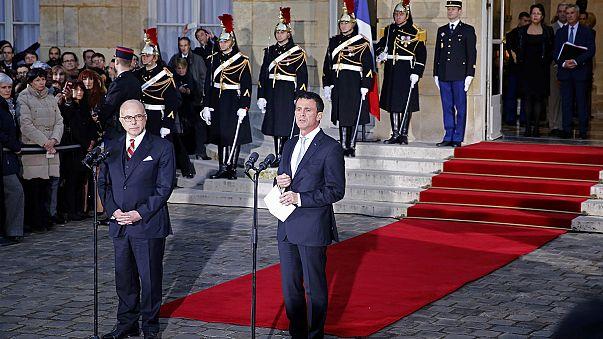 بيرنار كازونوف يتسلّم رسميًا مهامه رئيسًا للحكومة الفرنسية من مانويل فالس