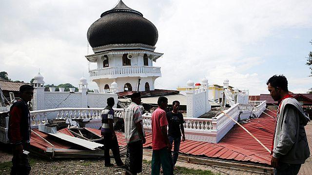Sismo provoca centenas de vítimas no norte da Indonésia